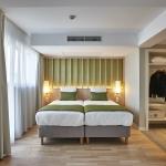 Room 702 Yadoya 01